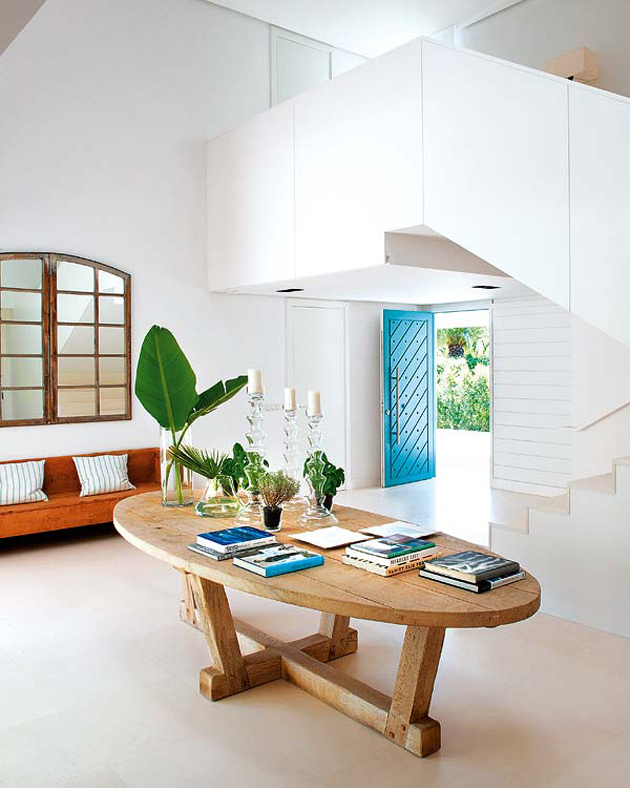spanish-summer-home-with-contemporary-indoor-outdoor-design-3.jpg