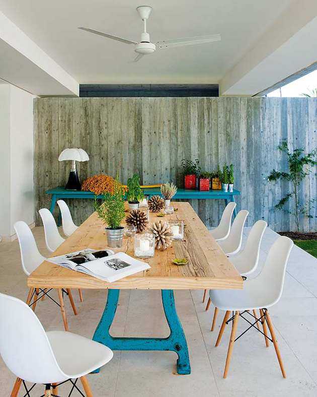 spanish-summer-home-with-contemporary-indoor-outdoor-design-6.jpg