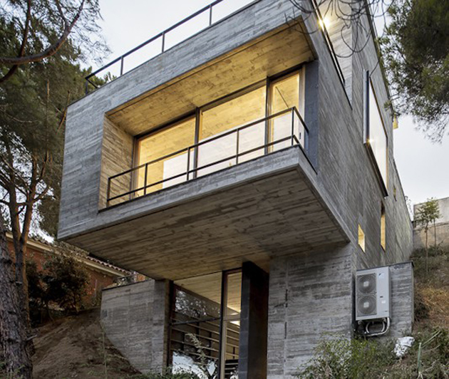 Steep slope house design goes vertical just like trees for House plans for steep sloping lots