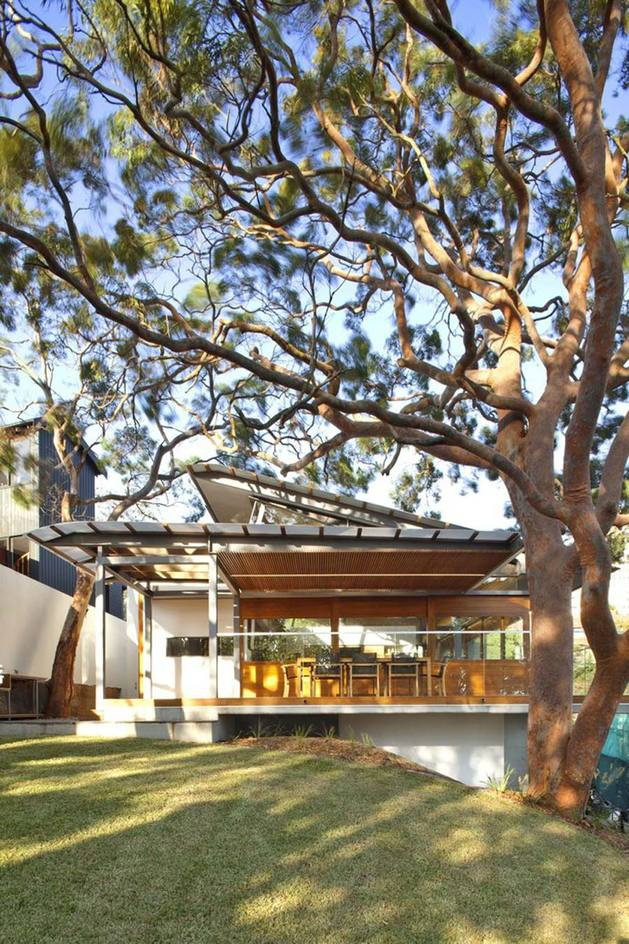aussie escarpment house with angled roof and wavy ceiling 1 thumb 630x944 13264 Aussie escarpment house with angled roof and wavy ceiling