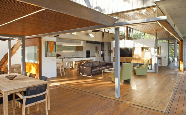 aussie-escarpment-house-with-angled-roof-and-wavy-ceiling-10.jpg