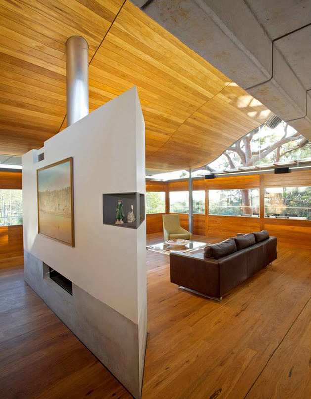 aussie-escarpment-house-with-angled-roof-and-wavy-ceiling-14.jpg