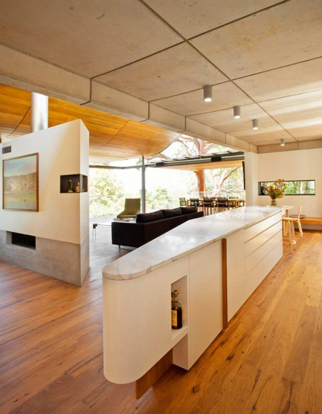 aussie-escarpment-house-with-angled-roof-and-wavy-ceiling-15.jpg