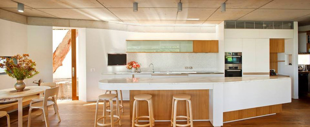 aussie-escarpment-house-with-angled-roof-and-wavy-ceiling-16.jpg