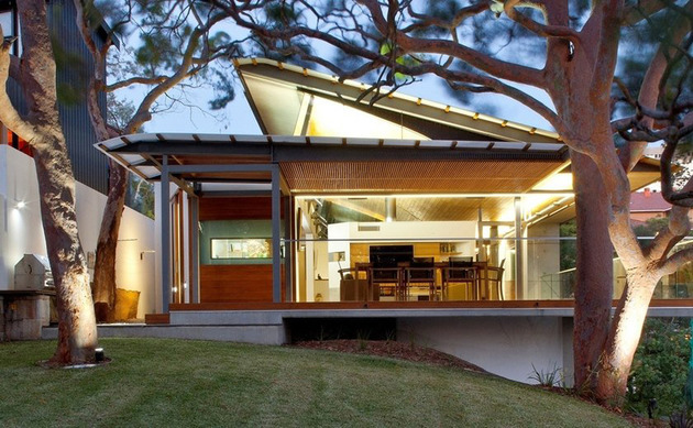 aussie-escarpment-house-with-angled-roof-and-wavy-ceiling-4.jpg