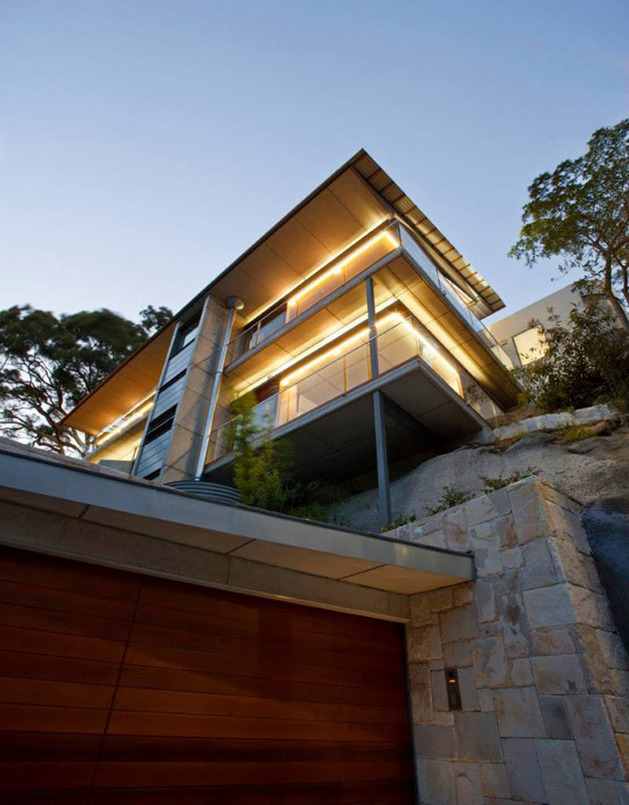 aussie-escarpment-house-with-angled-roof-and-wavy-ceiling-5.jpg