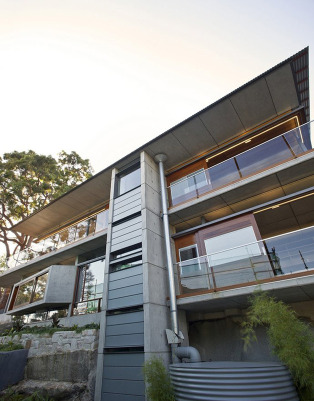 aussie-escarpment-house-with-angled-roof-and-wavy-ceiling-6.jpg