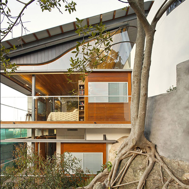 aussie-escarpment-house-with-angled-roof-and-wavy-ceiling-7.jpg