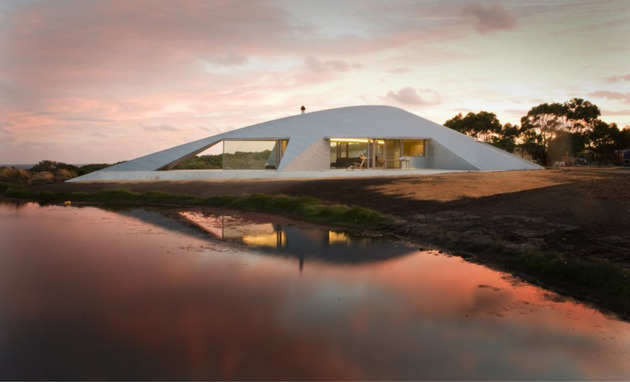 crescent shaped croft house with curved roof and windows 1 thumb 630x382 13422 Crescent shaped Croft House with curved roof and windows