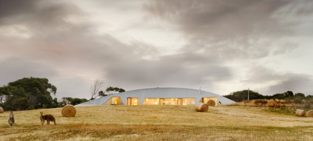 crescent shaped croft house with curved roof and windows 2 thumb 630x285 13424 Crescent shaped Croft House with curved roof and windows