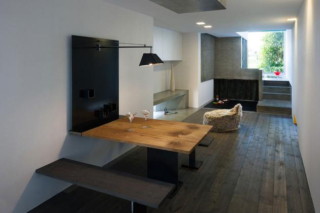narrow-urban-home-with-concrete-walls-and-upper-bridge-10.jpg