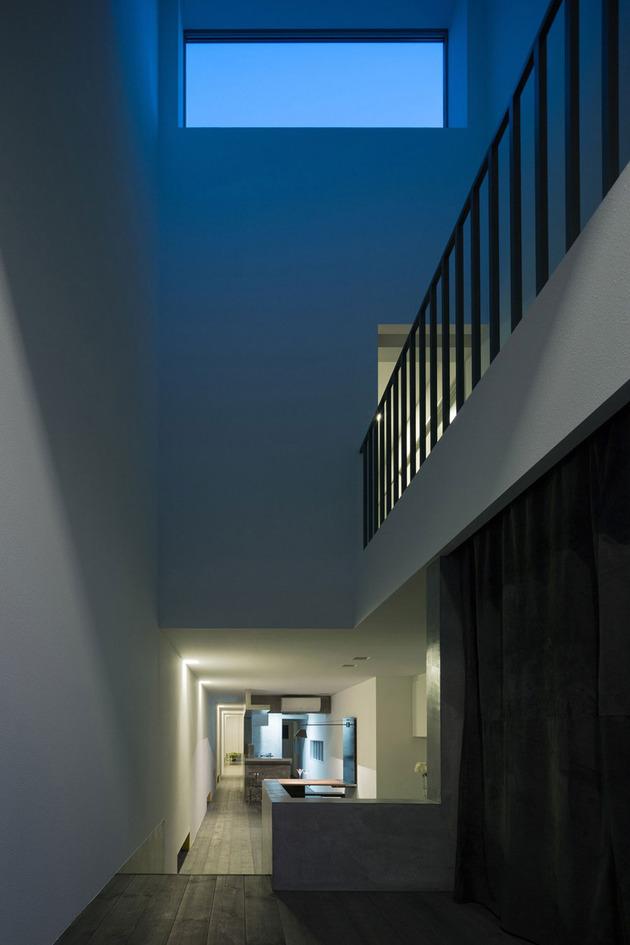 narrow-urban-home-with-concrete-walls-and-upper-bridge-20.jpg