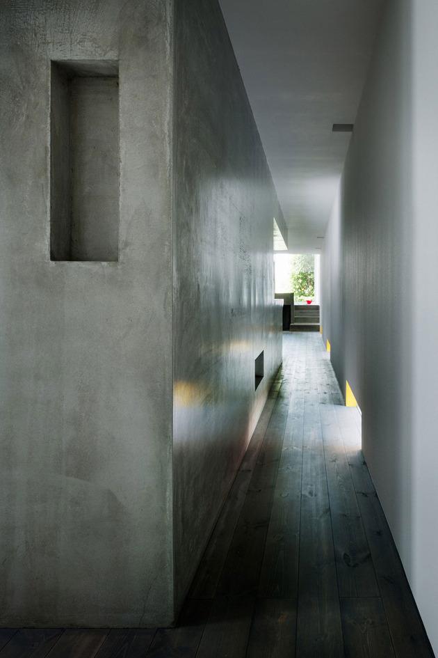 narrow-urban-home-with-concrete-walls-and-upper-bridge-6.jpg