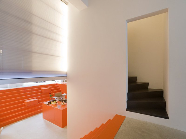 netherlands-house-with-dugout-level-and-floating-lightbox-inside-10.jpg
