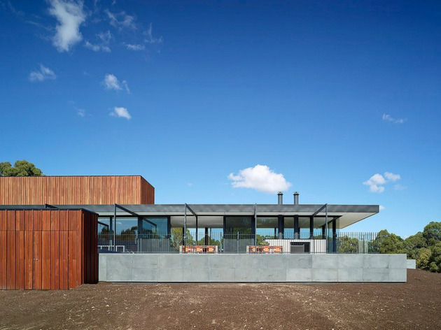sustainable-house-with-three-wings-that-engage-the-landscape-4.jpg