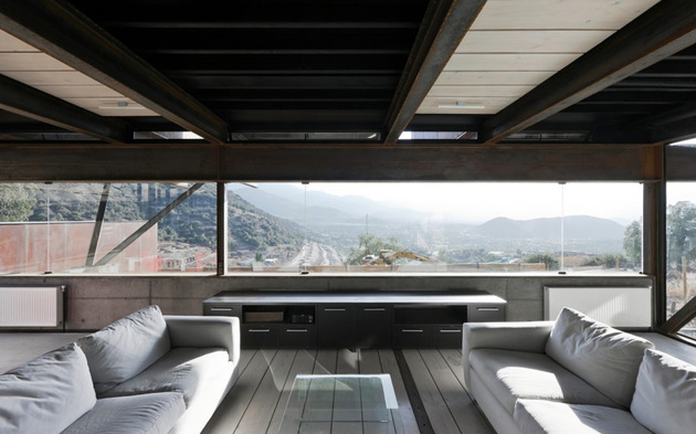 twelve-shipping-containers-combined-into-a-modern-mountain-house-13.jpg