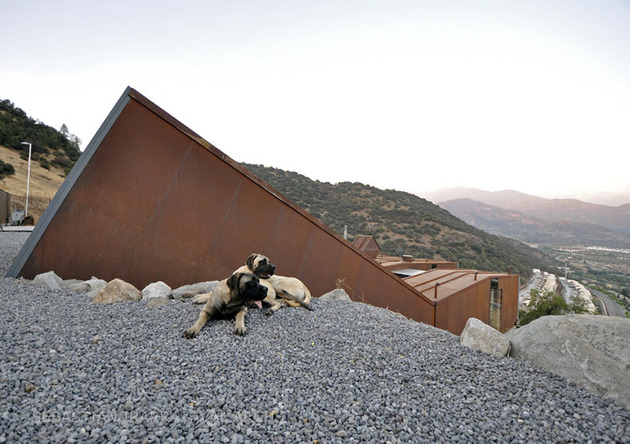 twelve-shipping-containers-combined-into-a-modern-mountain-house-3.jpg