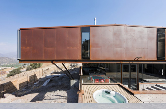 twelve-shipping-containers-combined-into-a-modern-mountain-house-5.jpg