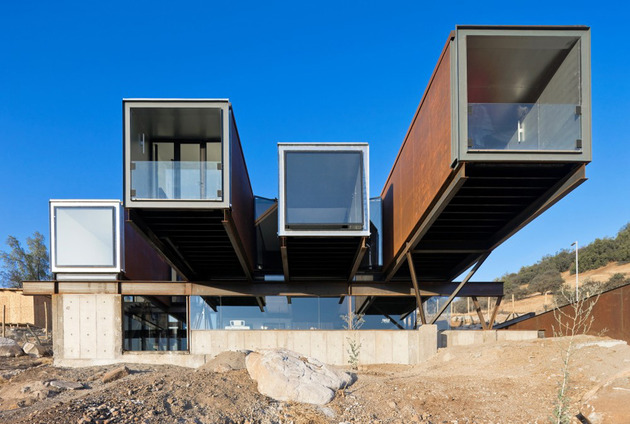 twelve-shipping-containers-combined-into-a-modern-mountain-house-7.jpg