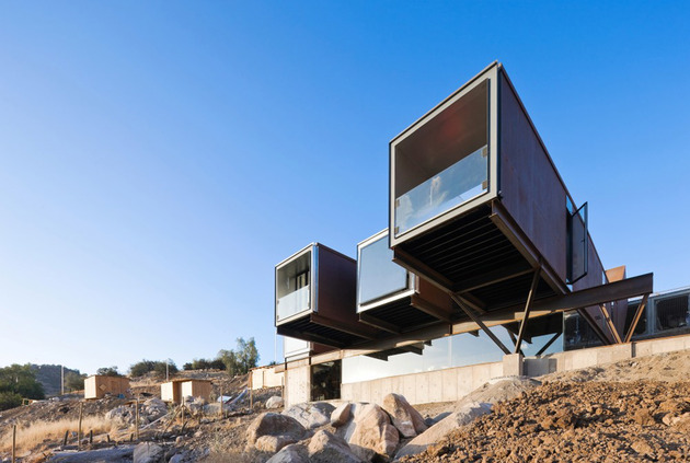 twelve-shipping-containers-combined-into-a-modern-mountain-house-8.jpg