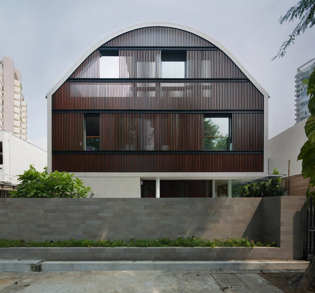 wind vault house with curved roof and glass base 1 thumb 630x587 13530 Wind Vault House with oval shaped roof