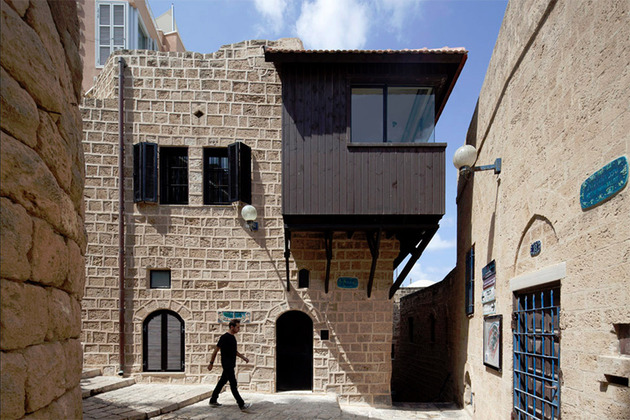 300 year old house combines authentic and modern architecture 1 thumb 630x420 16164 300 year old house combines authentic and modern architecture