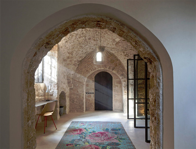 300-year-old-house-combines-authentic-and-modern-architecture-10.jpg