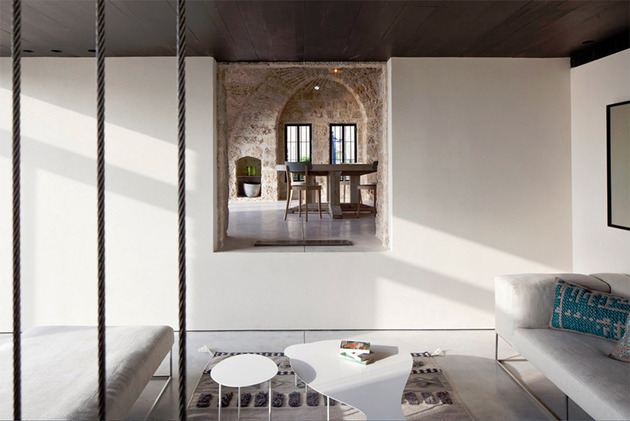 300-year-old-house-combines-authentic-and-modern-architecture-4.jpg