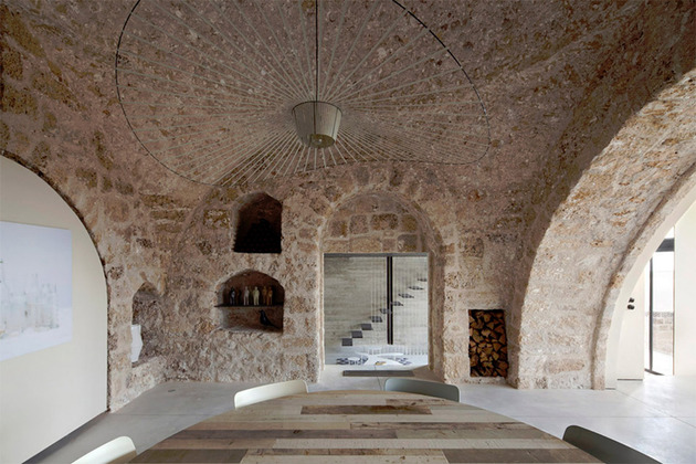 300-year-old-house-combines-authentic-and-modern-architecture-6.jpg