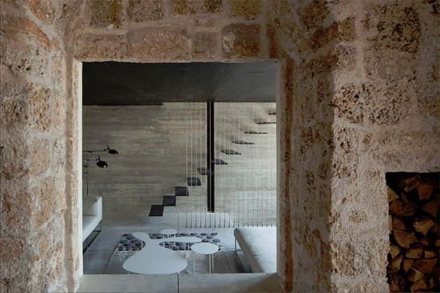 300-year-old-house-combines-authentic-and-modern-architecture-7.jpg
