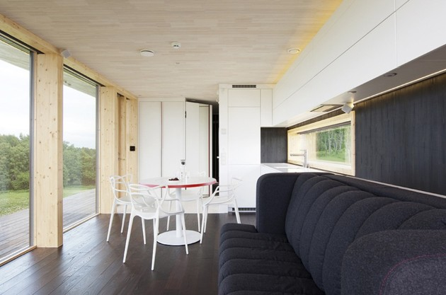 compact-addition-transforms-into-guesthouse-shed-living-space.jpg