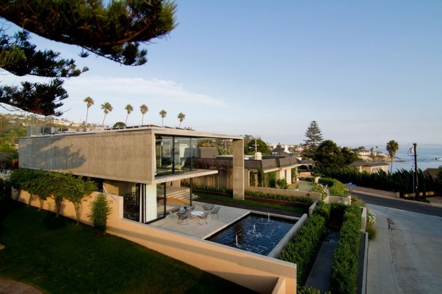concrete residential architecture designed spacious 2 pool%20jets thumb 630x419 17365 Concrete Residential Architecture designed to feel Spacious