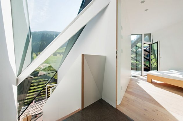 contemporary-renovation-of-a-mountain-residence-by-alma-studio-9.jpg