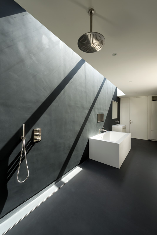cube-house-10x10x10-bathroom-1.jpg