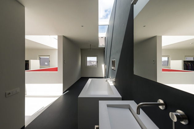 cube-house-10x10x10-bathroom-2.jpg