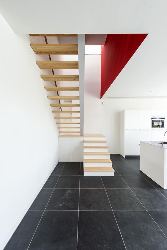 cube-house-10x10x10-staircase-1.jpg