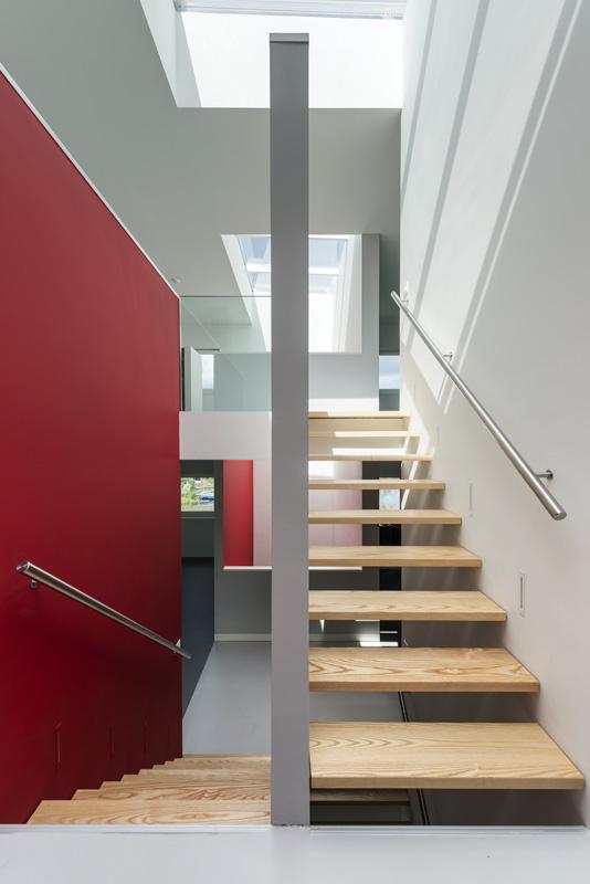 cube-house-10x10x10-staircase-2.jpg