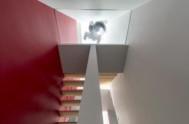 cube-house-10x10x10-staircase-4.jpg