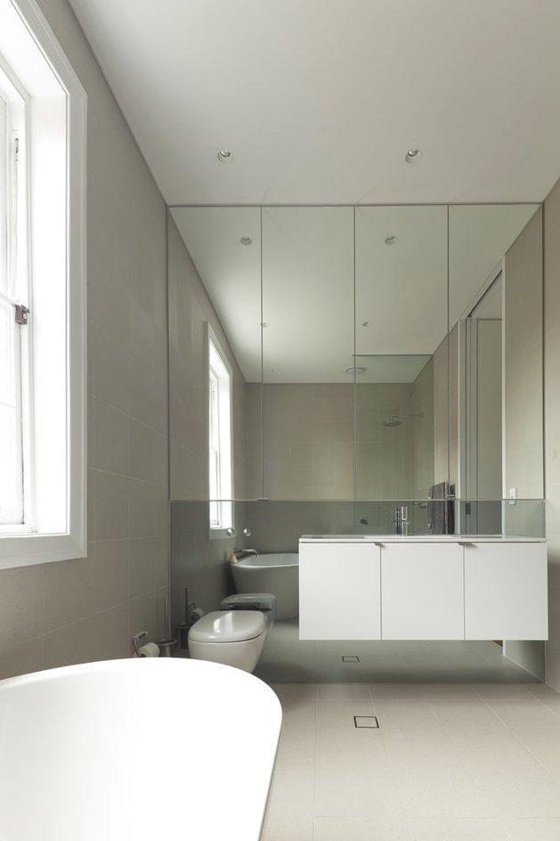 familiar-touches-modern-design-sydney-home-22-mirror.jpg