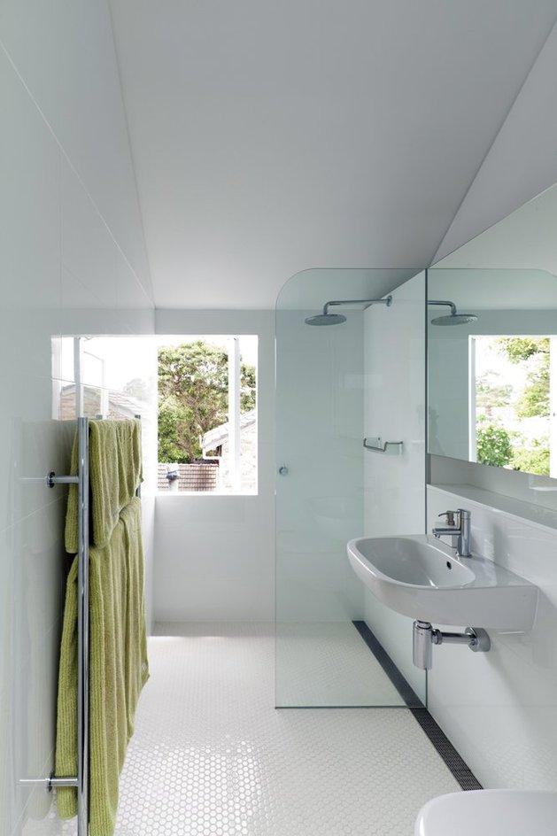 familiar-touches-modern-design-sydney-home-23-shower.jpg