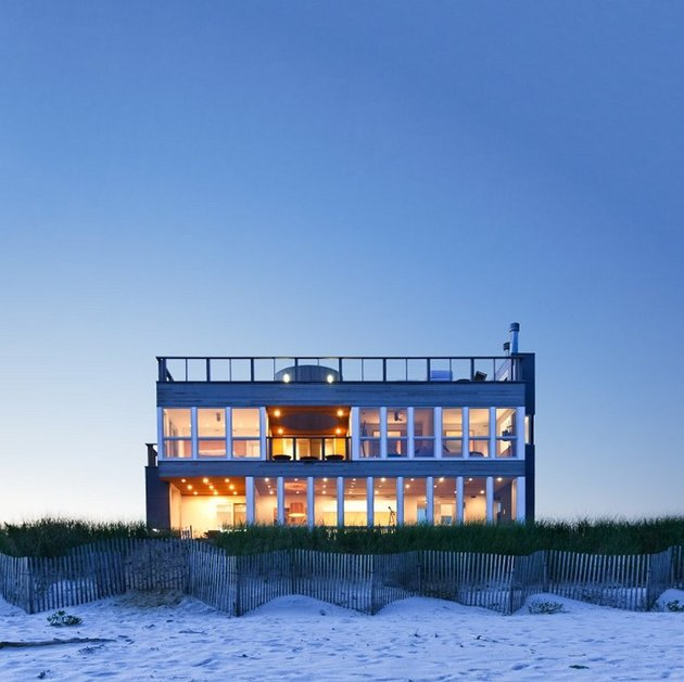 glass-gives-long-island-seashore-house-dusk-front-view.jpg