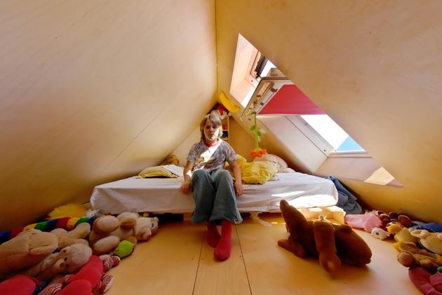 going-vertical-rooftop-village-rotterdam-small-bedroom.jpg