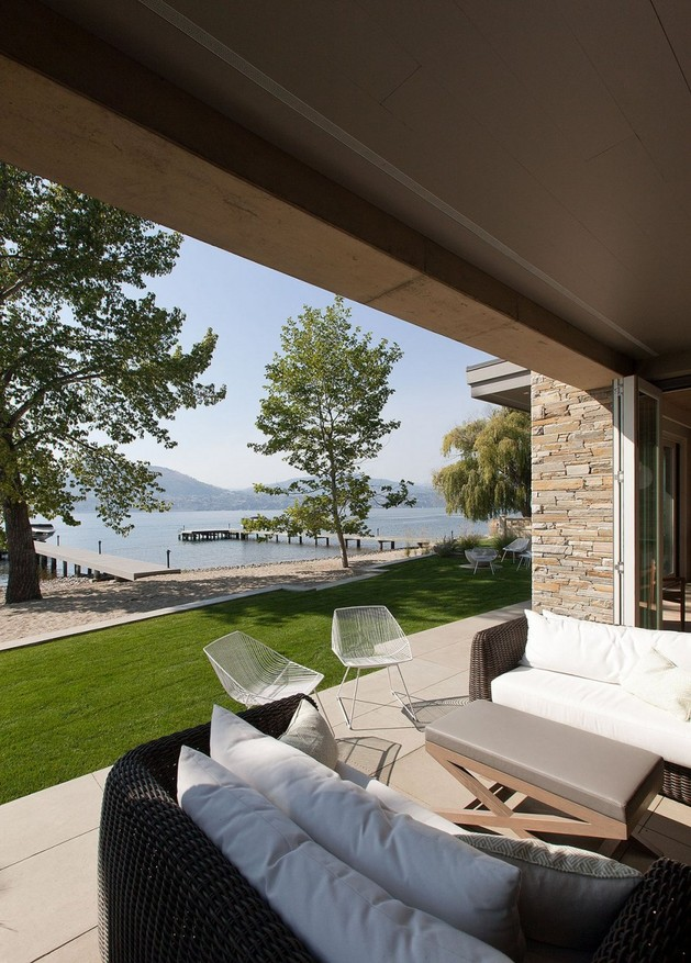 lakeside vacation home combines natural materials modern living 1 view thumb 630x877 17830 Lakeside Vacation Home Combines Natural Materials With Modern Living
