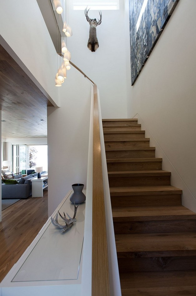 lakeside-vacation-home-combines-natural-materials-modern-living-14-stairs.jpg