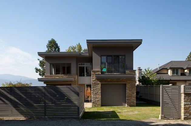 lakeside vacation home combines natural materials modern living 2 facade thumb 630x415 17832 Lakeside Vacation Home Combines Natural Materials With Modern Living