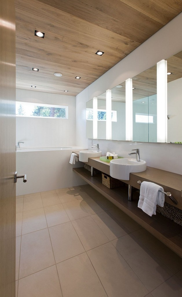 lakeside-vacation-home-combines-natural-materials-modern-living-24-bathroom.jpg