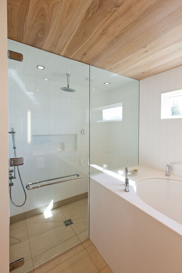 lakeside-vacation-home-combines-natural-materials-modern-living-25-tub.jpg