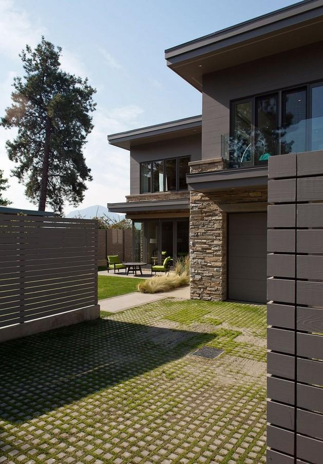 lakeside-vacation-home-combines-natural-materials-modern-living-3-frontyard.jpg