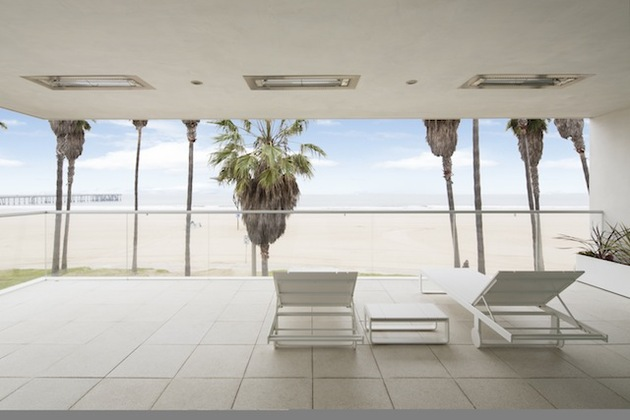 local-artists-multipurpose-california-beach-home-second-floor-chairs.jpg