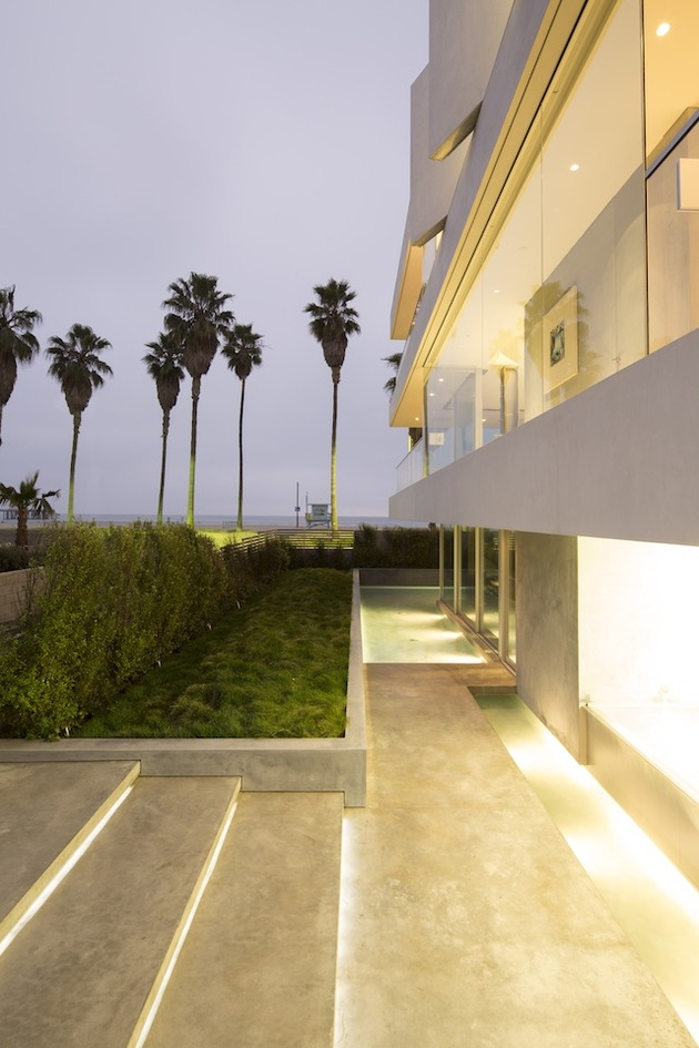 local-artists-multipurpose-california-beach-home-step-lighting.jpg